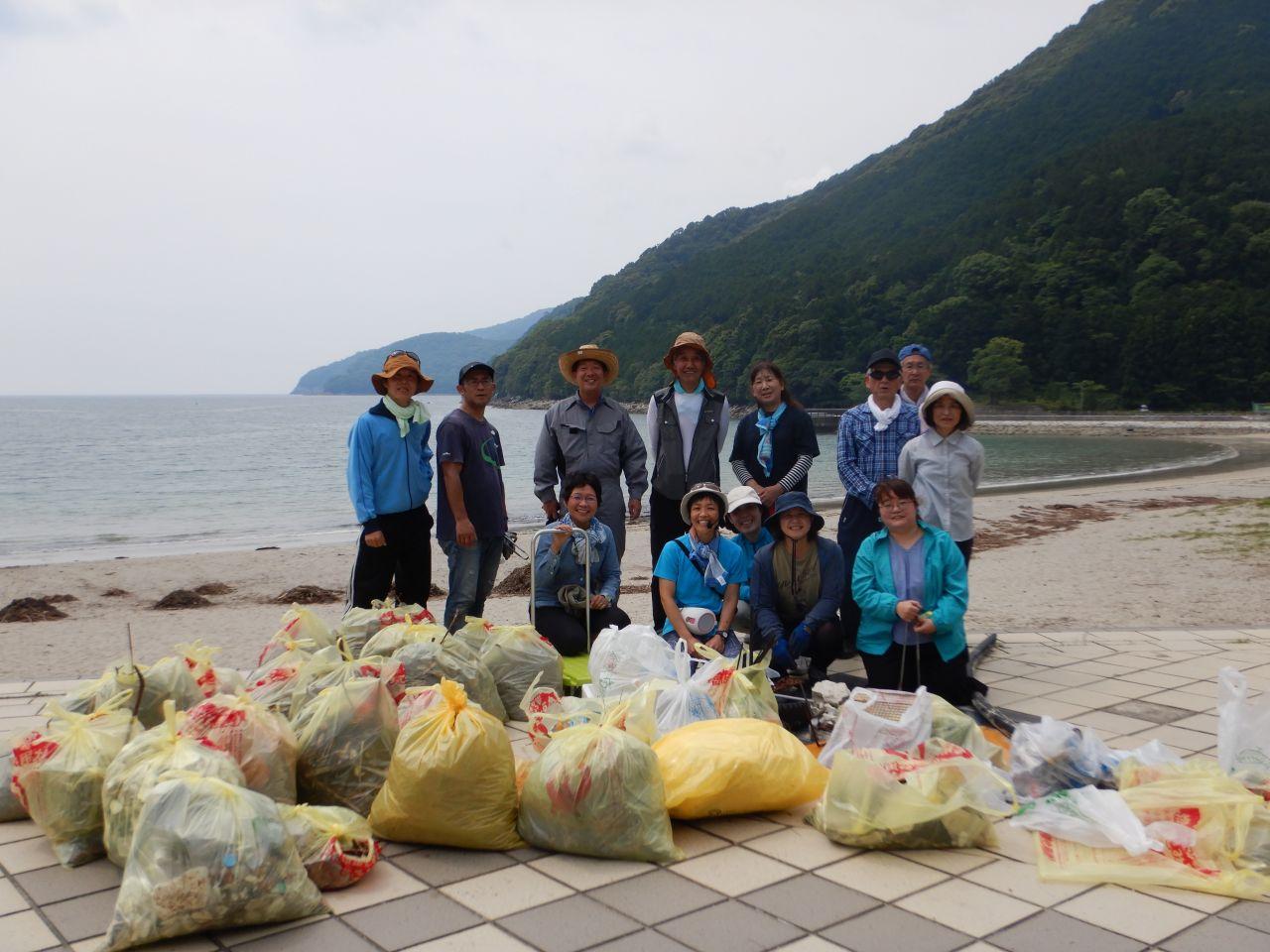 三木里海岸清掃の様子