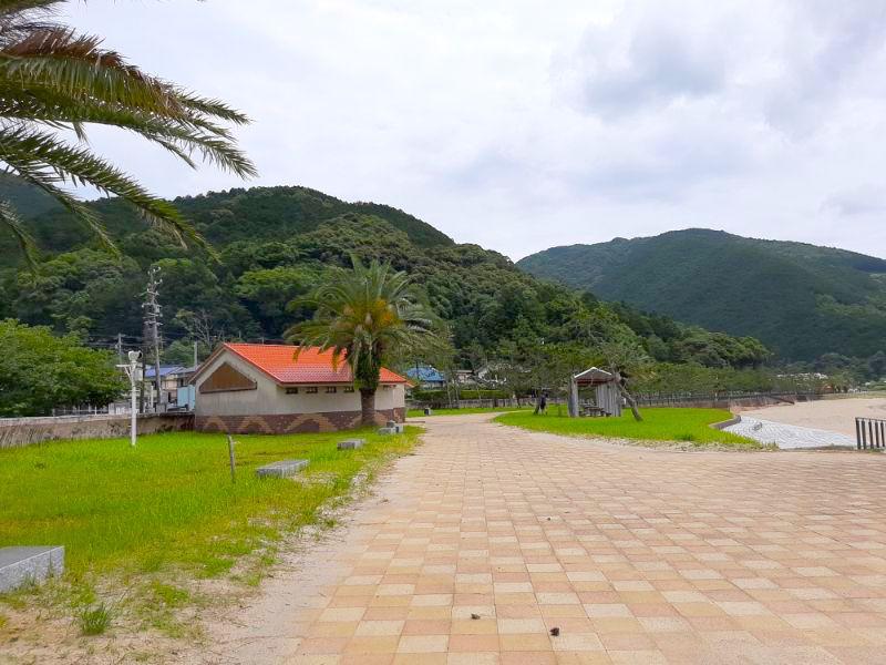 三木里海水浴場名柄海岸のトイレおよび更衣室